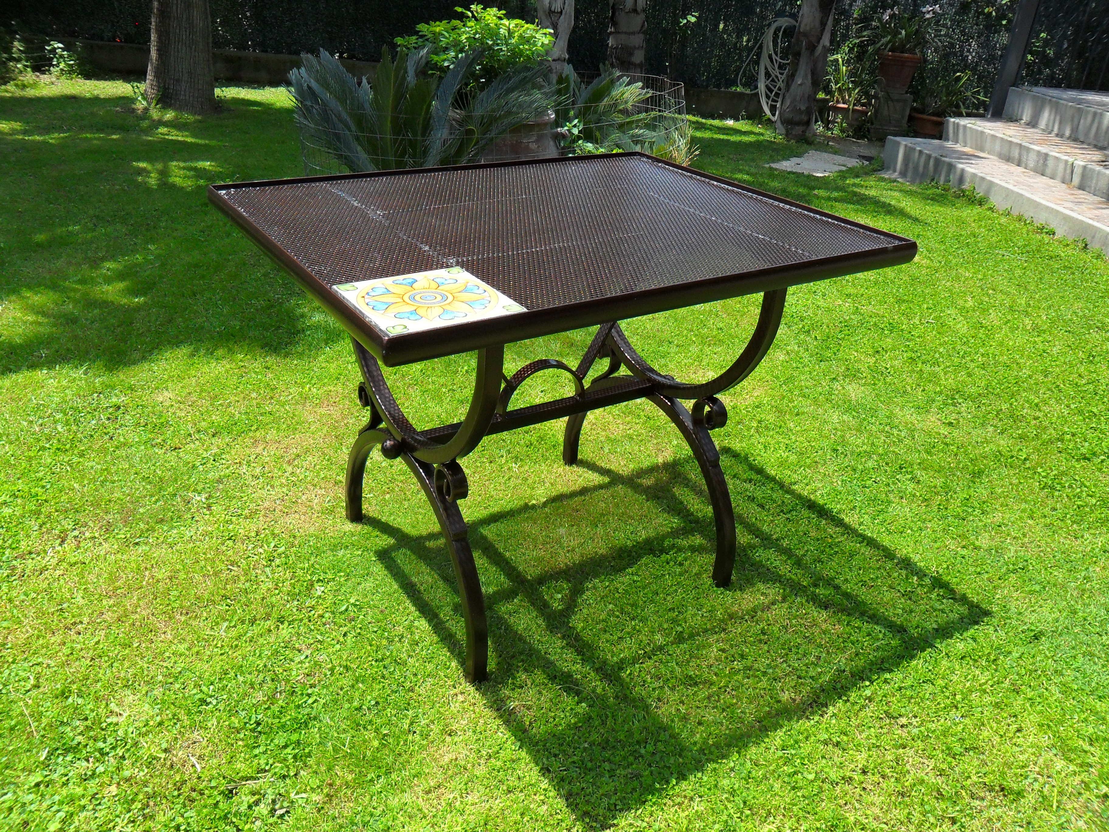 Base per tavolo roma con piastrelle